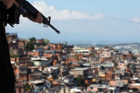 militares-favelas-ap-580x385
