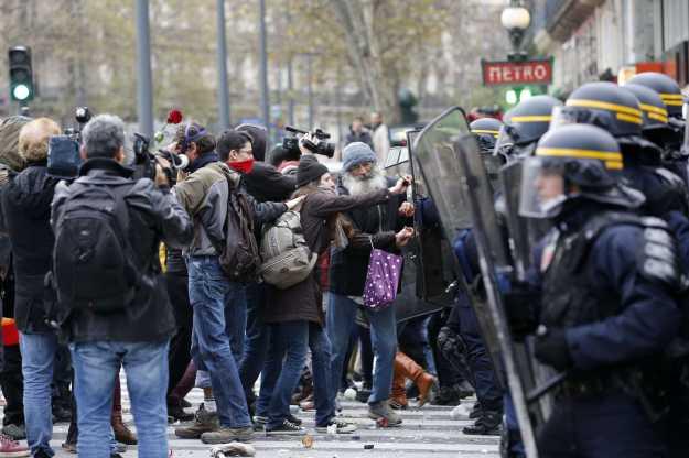Manifestantes-Francia-manifestacion-COP21-Paris_LNCIMA20151129_0140_1