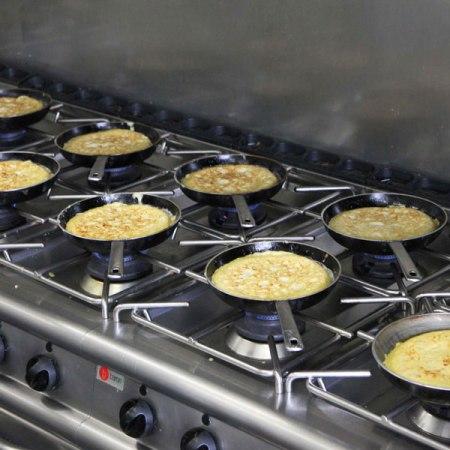 vuelta-tortilla-patatas-sarten