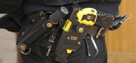pistola_taser_x26_cinturon_policial-750x350