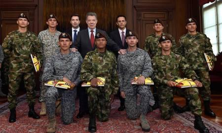 El-Presidente-Juan-Manuel-Santos-rindió-homenaje-al-equipo-de-las-Fuerzas-Militares-de-Colombia-que-ganó-las-competencias-de-'Fuerzas-Comando-2016%u2019-realizadas-en-Ancón-Perú.
