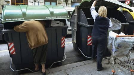 turistas-de-la-basura-lo-unico-que-les-interesa-de-tu-ciudad-son-los-contenedores