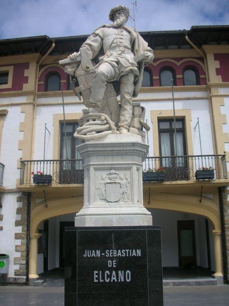 Juan_Sebastián_Elcano_(R._Bellver)_Guetaria_01