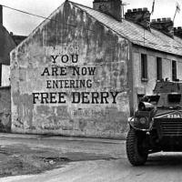 El primero que pintó 'Estás entrando en el Derry Libre'